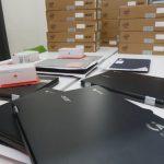 Ayuntamiento da dispositivos para que 300 escolares caben el curso online