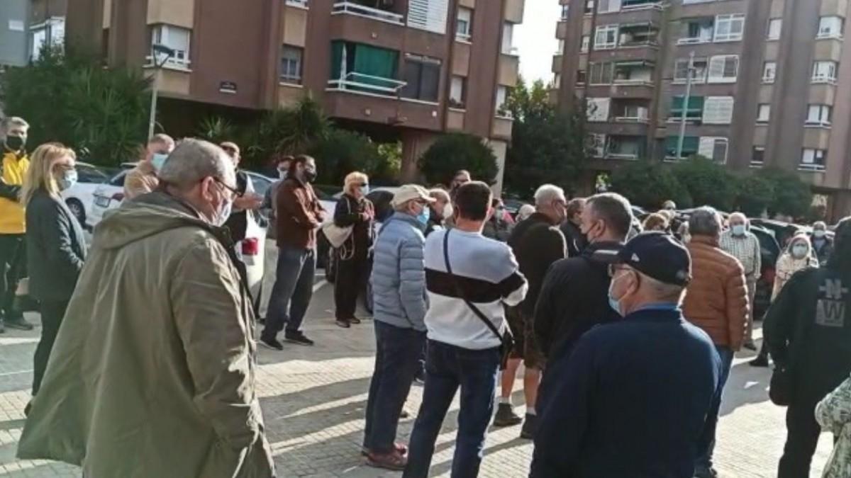 La Asociación de vecinos Hospital Roca se concentra contra el Ayuntamiento de Viladecans, noticias viladecans, información viladecans, viladecans noticias